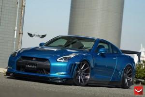 Nissan GT-R (R35) + Llantas Vossen VFS1
